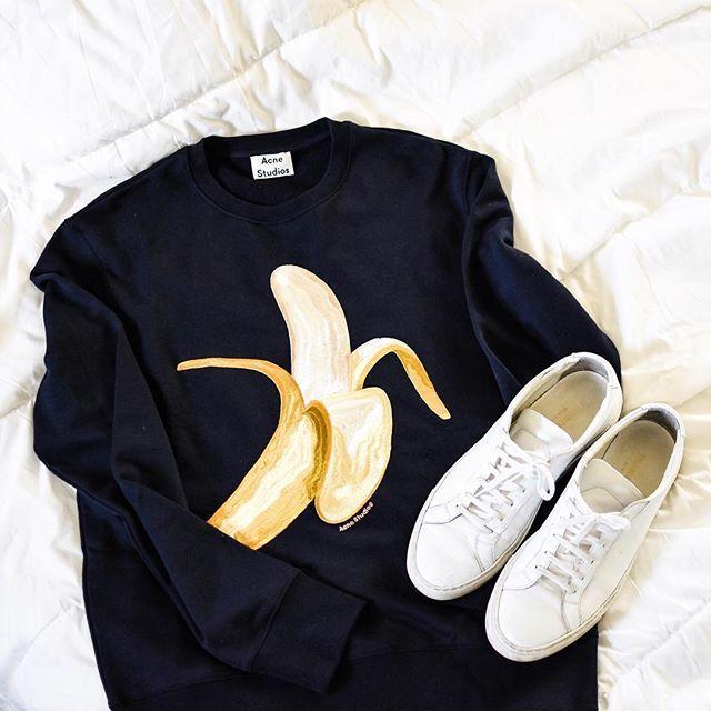 It's bananas B-A-N-A-N-A-S 🍌The emoji crewneck by @acnestudios: soon on the blog! 🍌