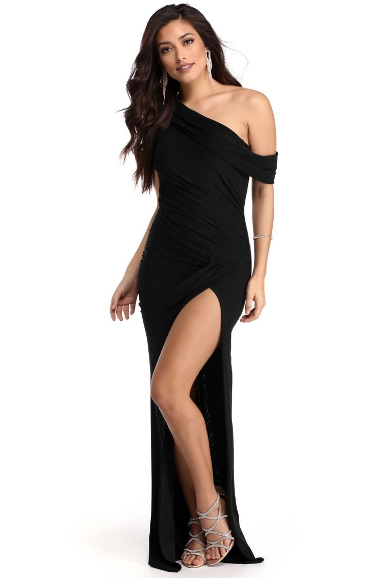 75dc3d89daf8 <p></p> <p>Hug that body tight without giving away too much in our Kaleigh  dress! She features an asymmetrical off the shoulder neckline, ruching down  the ...