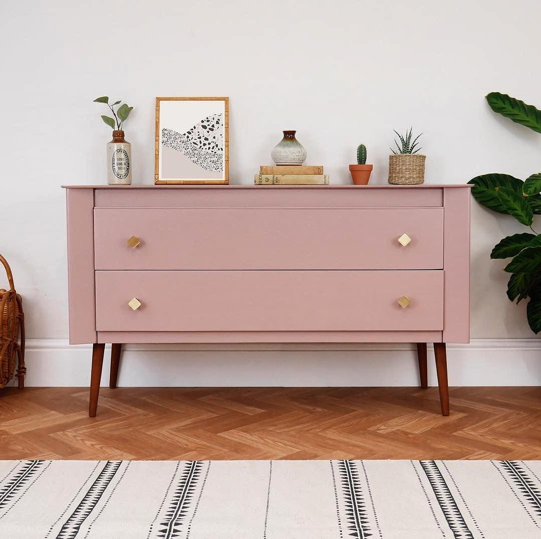 Sulkingroompink Our New Romantic And Muted Rose Looks Incredible On This Upcycled Sideboard Elizabethdotdesign H Mobilier De Salon Meuble Deco Deco Maison