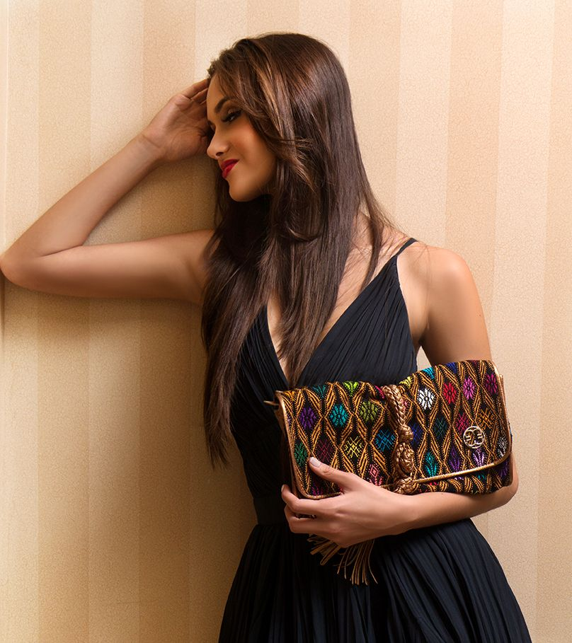 Perfect date for the night! #MARIAS #highend #handbag #bag