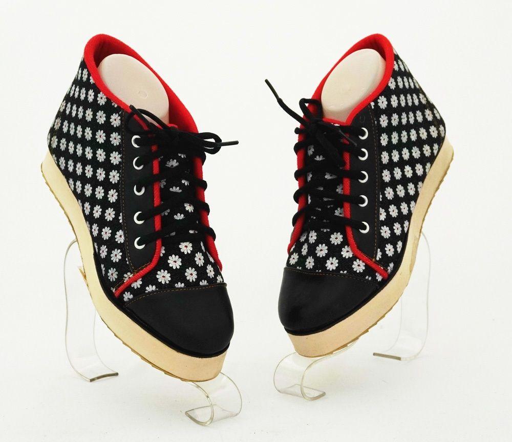 Sepatu Casual Flower Warna Hitam Bahan Kanvas Dan Kulit Sintetis