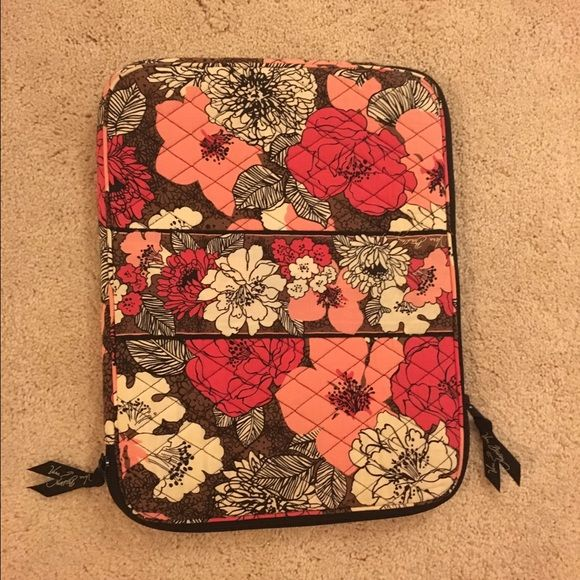 "Vera Bradley laptop sleeve ⭐️MOVING SALE!! 3 WEEKS LEFT!⭐️ Vera Bradley laptop sleeve. Barely used! Great condition! Dimensions are 14""x10 3/4"". Vera Bradley Accessories Laptop Cases"