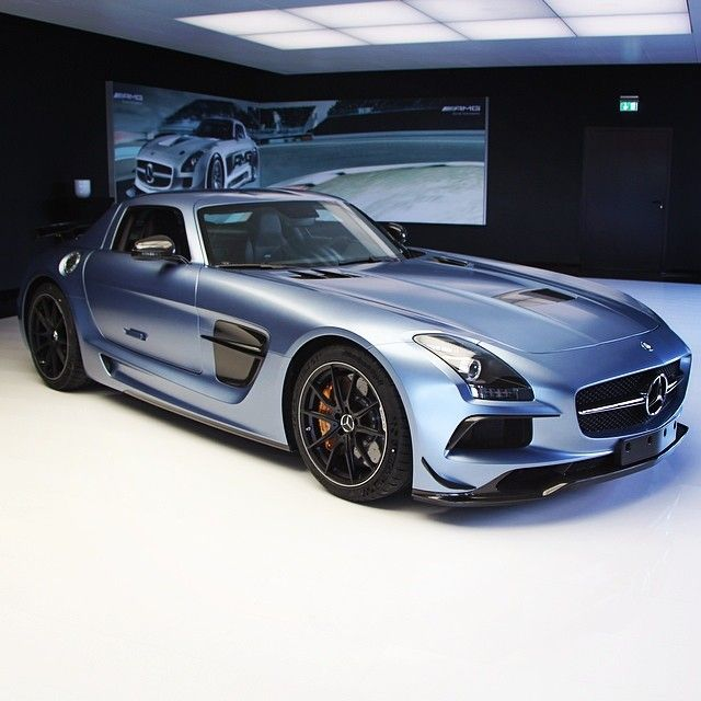 Mercedes-Benz SLS AMG In Yosemite Blue