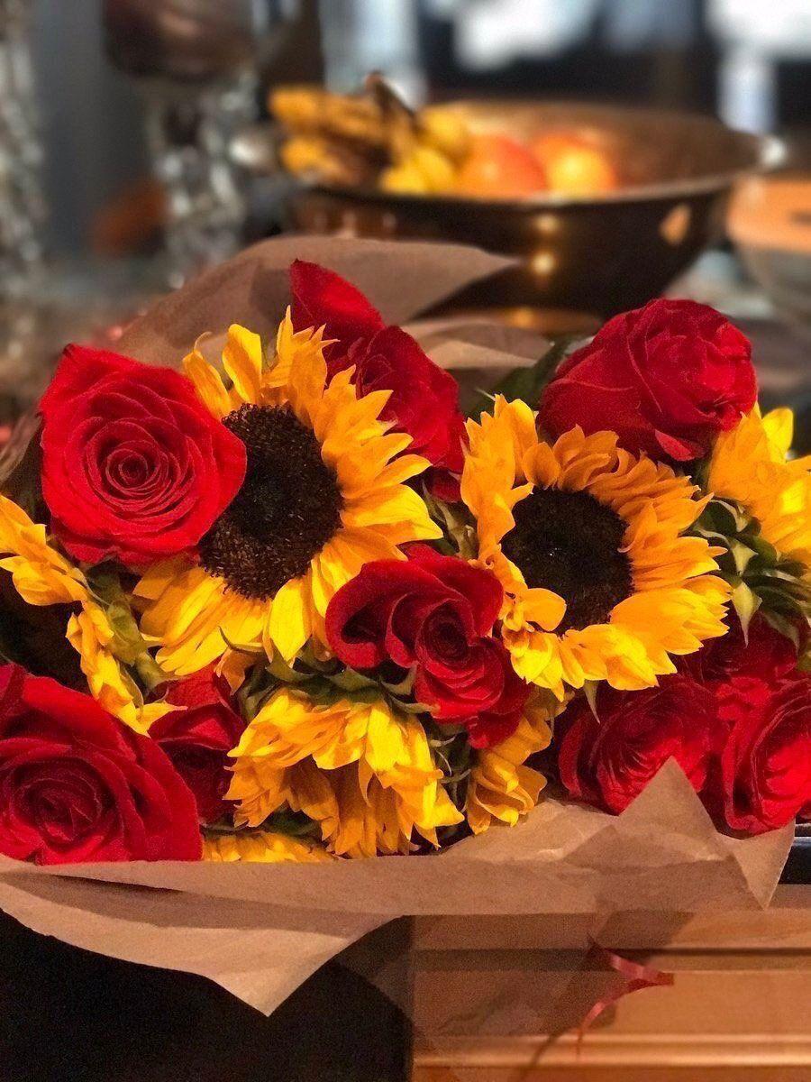 Sunflowers On Twitter Sonnenblumen Und Rosen Sonnenblumen Tapete Schone Blumen
