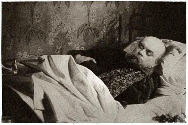 Al salir de prisión vuelve a Inglaterra y después a Rethel donde ejerce como profesor.  En sus últimos años fue elegido Príncipe de los Poetas. Muere en París en 1896 a los 51 años.