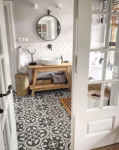 Photo of Badezimmer mit Bodenfliesen aus Zementimitat Dekor #badezimmer #bodenfliesen – My Blog