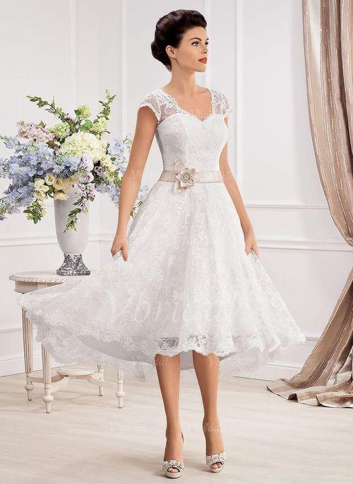Brudekjoler - $166.67 - A-formet/Prinsesse V-hals Asymmetrisk Blonder Brudekjole med Bånd Perler Blomst(er) (0025057329)