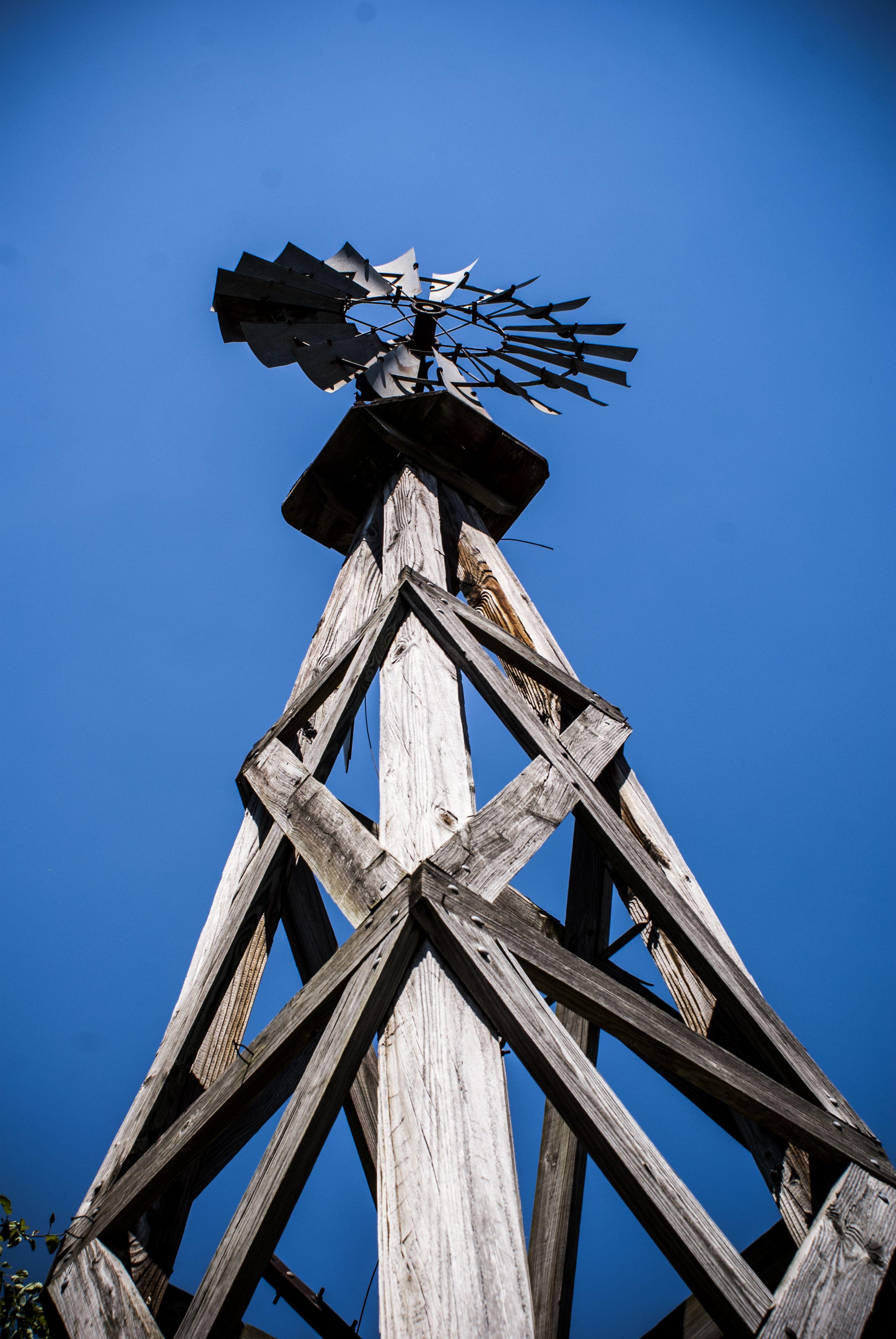 vintage water windmill at midway village museum in rockford il rh pinterest es