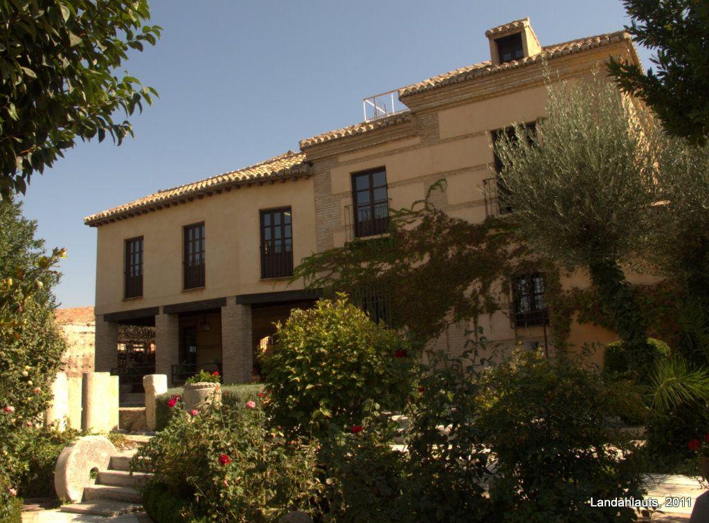 Carmen Del Aljibe Del Rey House Styles High Walls Mansions