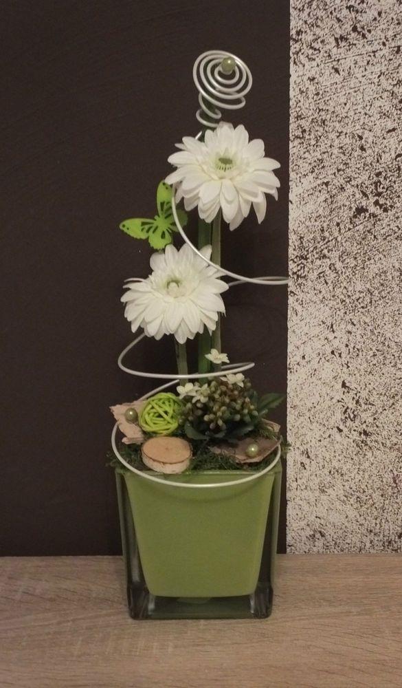 Tischdekoration tischgesteck gesteck fr hling sommer gr n wei floristik pinterest - Birkenholz dekoration ...