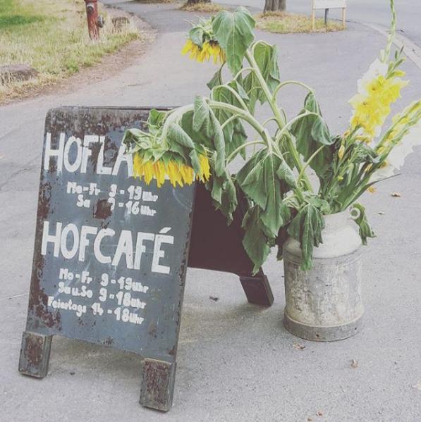 Lust auf eine kleine Auszeit? Das Hofgut Oberfeld im Osten Darmstadt eignet sich bestens für einen entspannten, naturnahen Sonntagsausflug. Im Hofcafé können Kaffee und Kuchen sowie kleine herzhafte Snacks bestellt und im idyllischen Hof verzehrt...