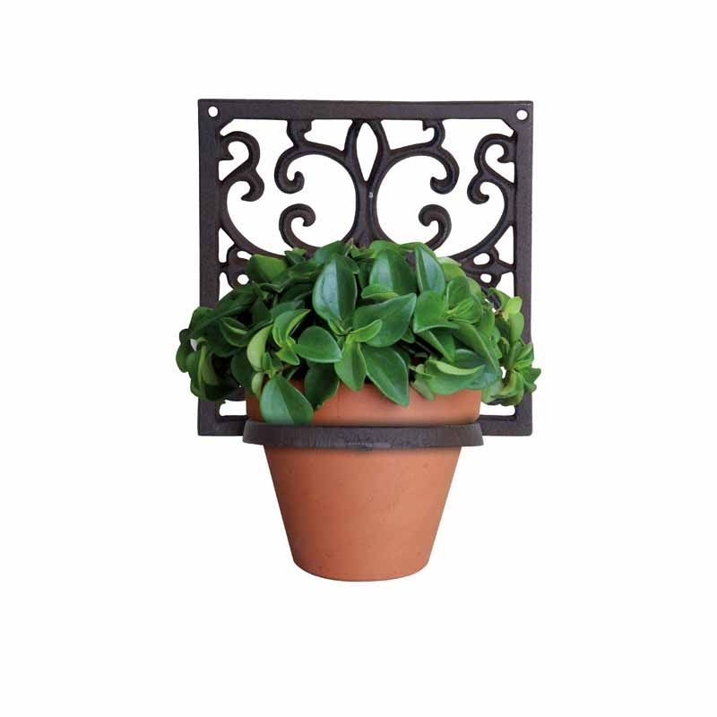 Esschert Design S Cast Iron Victorian Wall Hung Flower Pot Holder Elegant Scroll Work On The Wall Mount Whic Hanging Flower Pots Flower Pot Holder Flower Pots