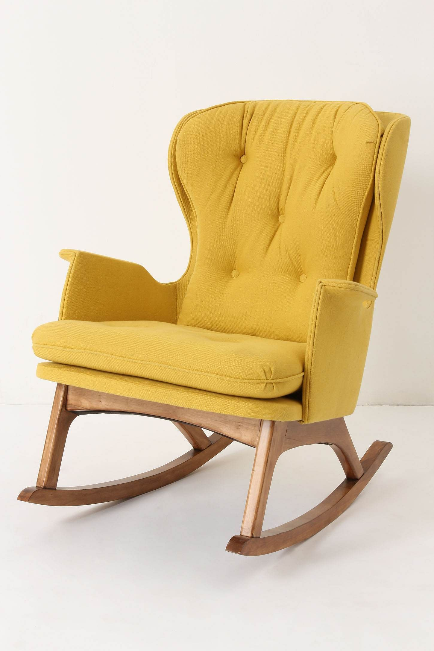 Une chaise bascule jaune assise pinterest chaises for Chaise a bascule