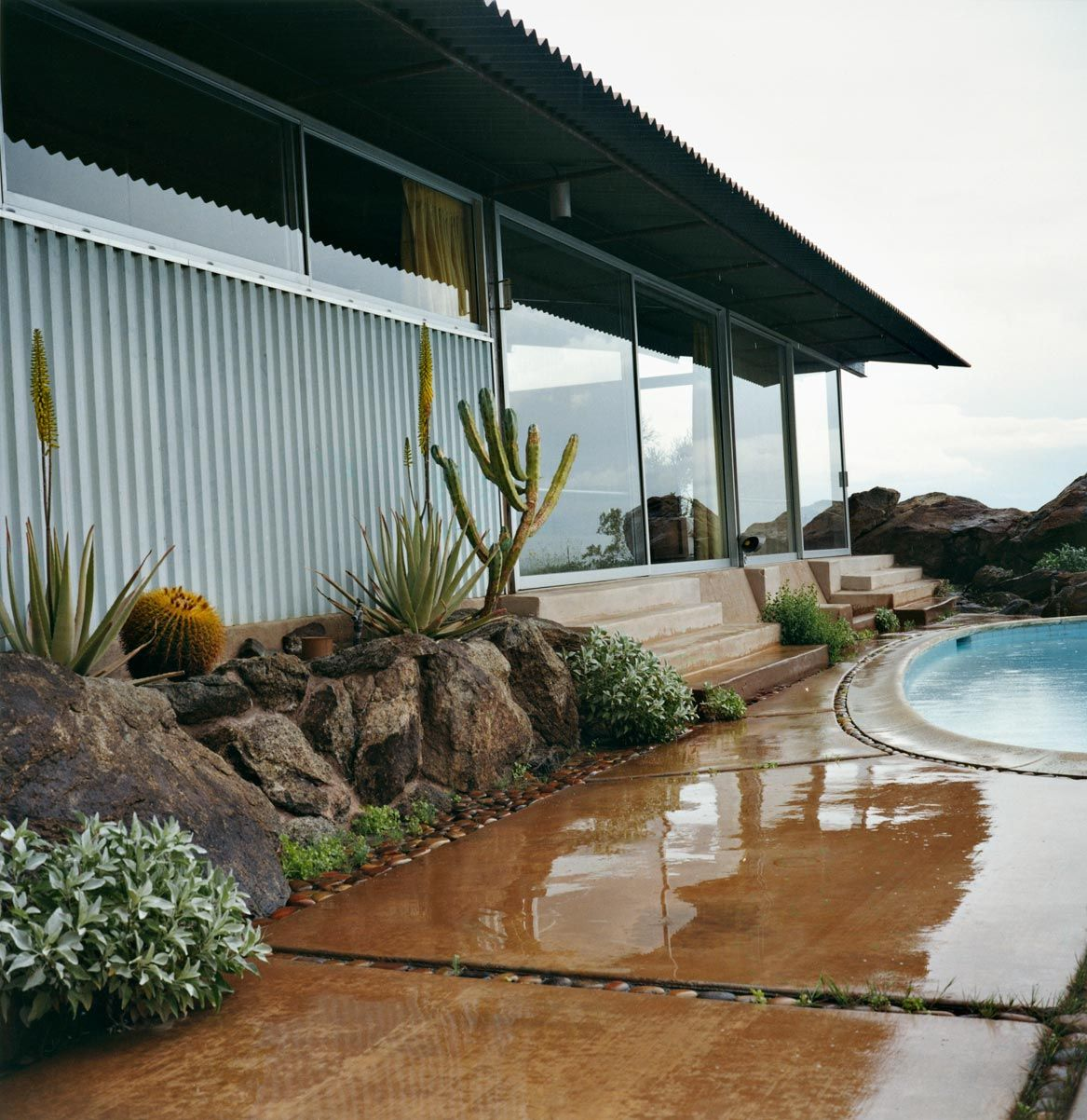 Spotlight On Palm Springs Style Outdoor Areas: Beautiful Modern Landscape