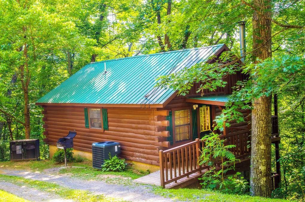 Cabins In Pigeon Forge And Gatlinburg Tennessee Cabin Cabin Rentals Pigeon Forge Cabin Rentals