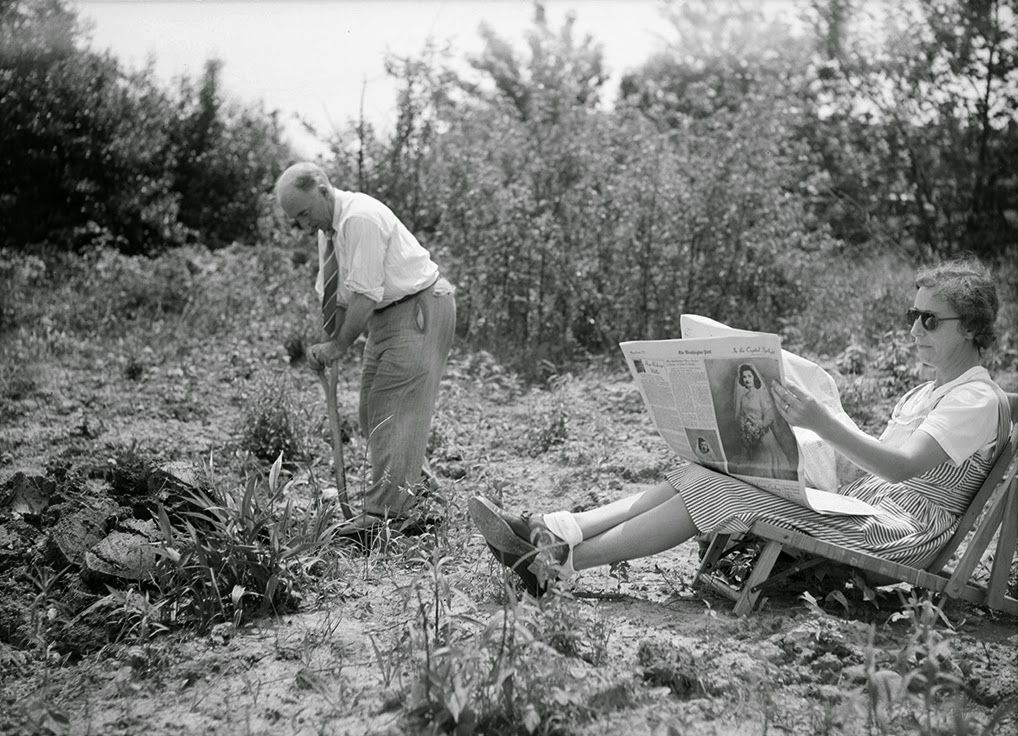 Victory garden | ... Sunday+morning+in+his+victory+garden+in+Oswego,+New+York,+ca.+1943.jpg