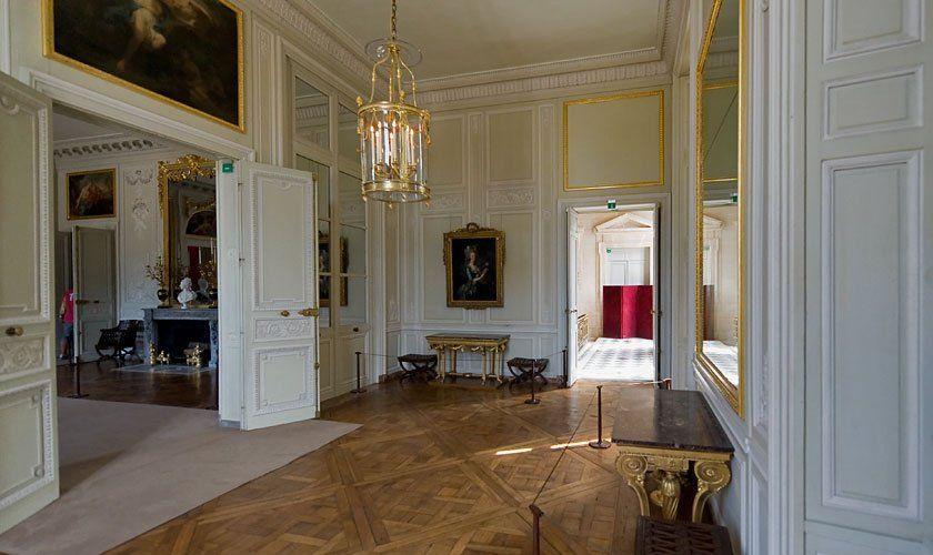 LE PETIT TRIANON – L'ANTICHAMBRE | French interior, French furniture, House  design