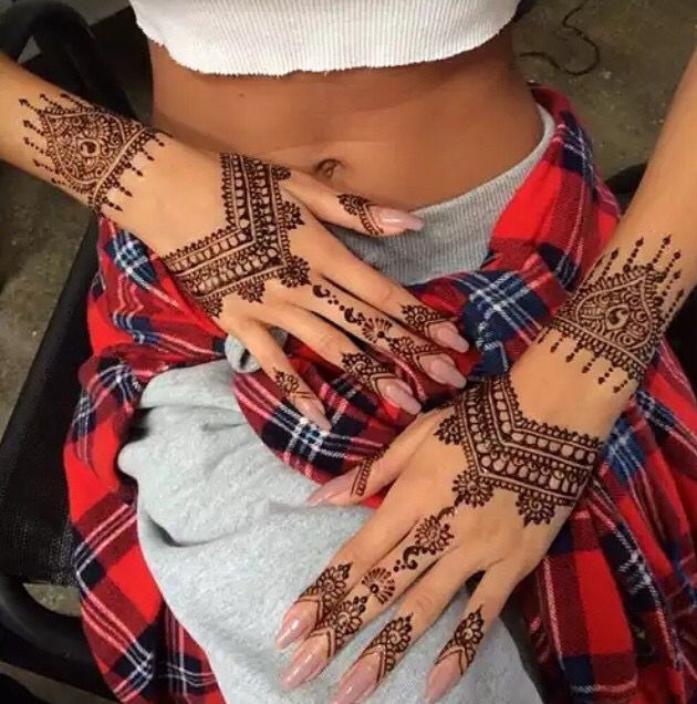 Beautiful henna + nails