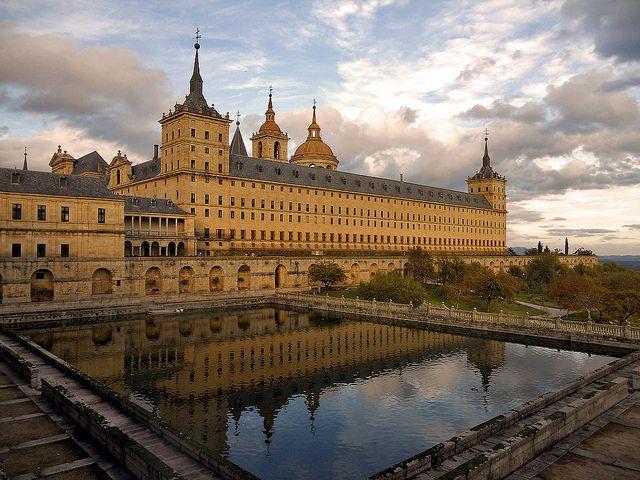 Madrid El Real Sitio De San Lorenzo De El Escorial 11 11 2011 Travel Pictures Madrid Spain Travel