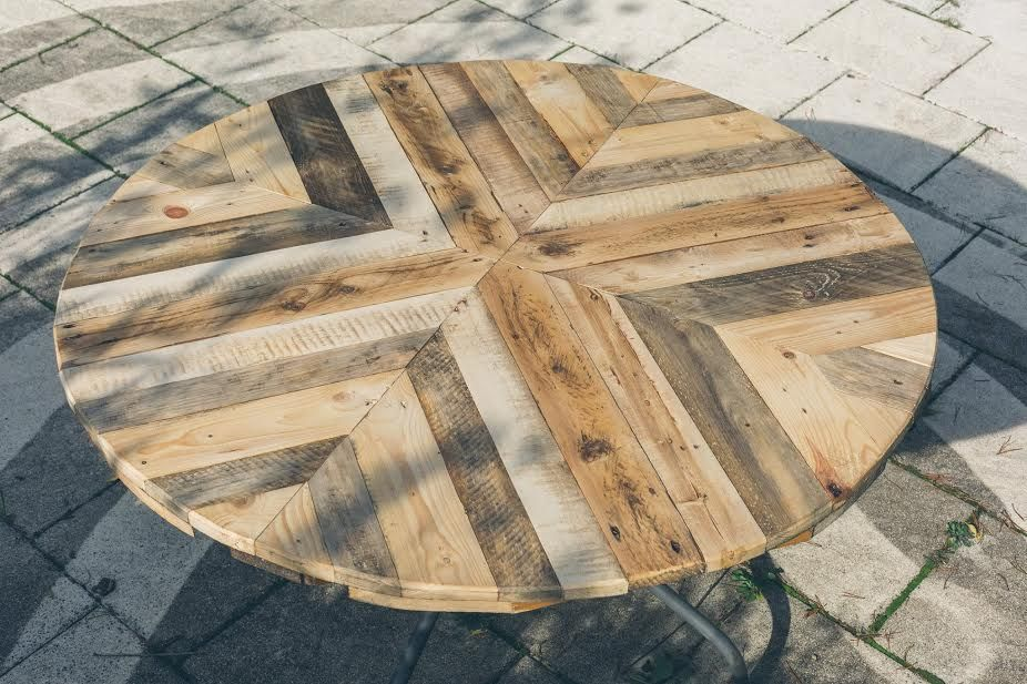 Round Top Table Made Of Pallets Diy Wood Patio Table Diy