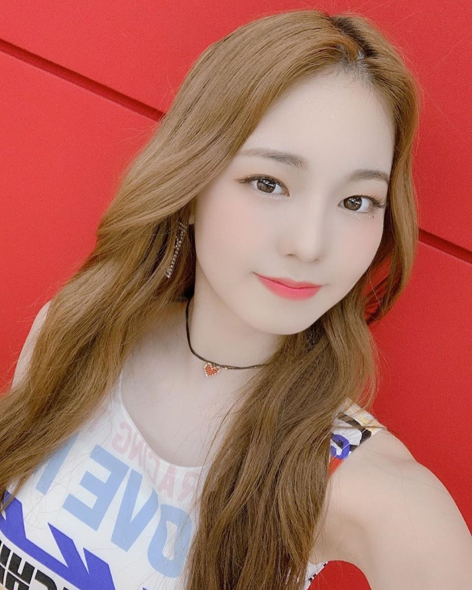 Ayaka NiziU in 2020 | Kpop girl groups, Japan girl, Girl