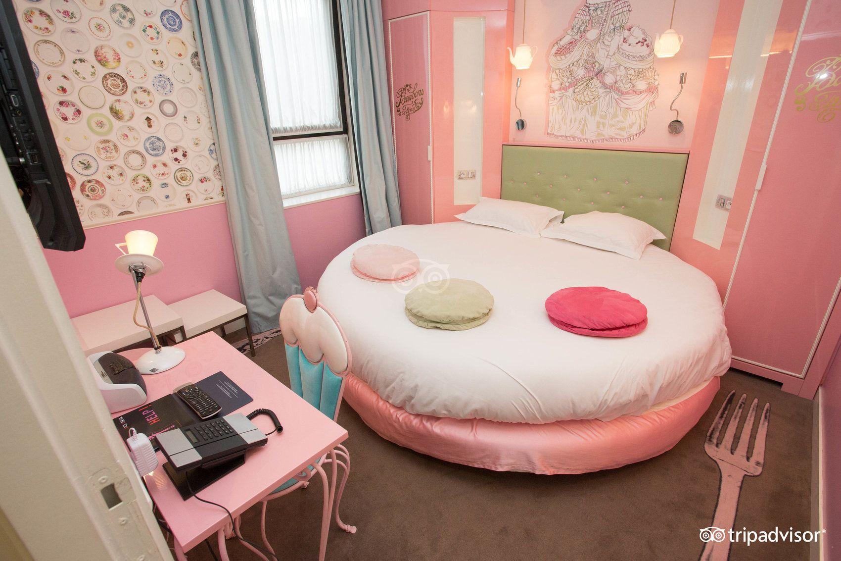 standard room at hotel vice versa paris