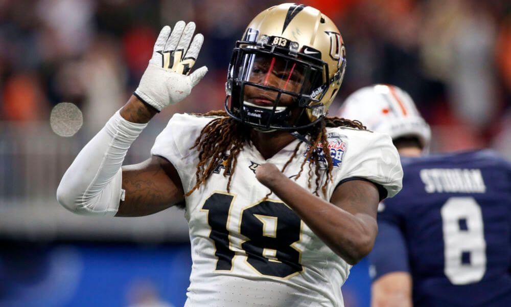Shaquem Griffin Shows Off Physical Traits At Nfl Combine Nflmockdraft Nfl Scouting Combine Bench Press Football Helmets
