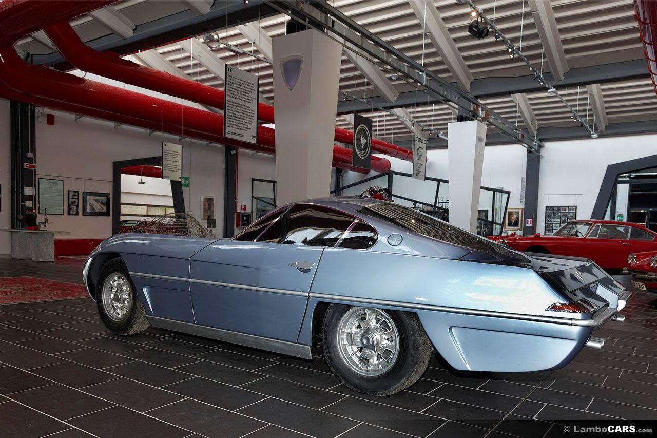 Questa luce modello finito blu della Lamborghini 350 GTV è un mockup di legno, infatti,