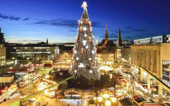 Albero Di Natale Grande.L Albero Di Natale Piu Grande Del Mondo A Dortmund Christmas In Germany Christmas Markets Germany Christmas Market