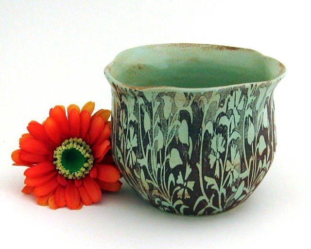 Flower pot planter by @justmarepottery #etsy #etsymudteam #etsyseller #pottery #ceramics #vase #planter #stoneware #green #makersmovement #handmade #garden #gardendecor #homedecor