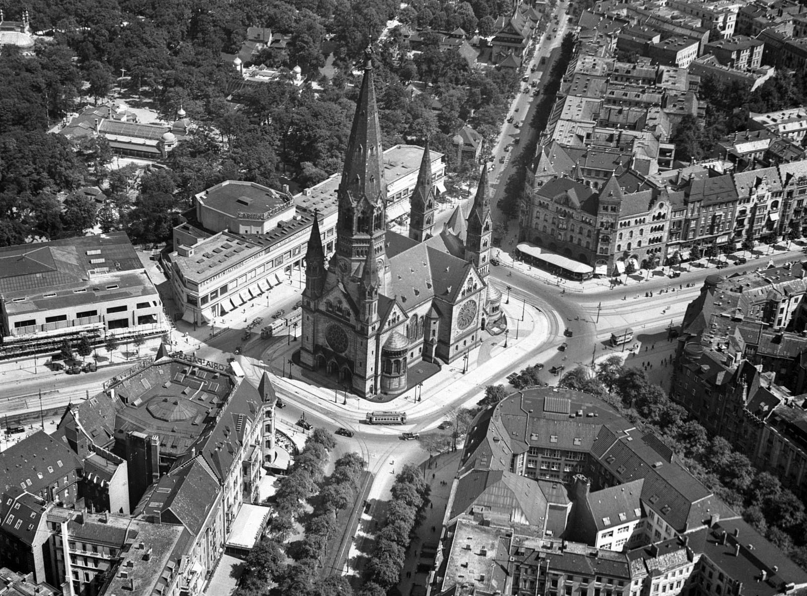 1940 Luftaufnahme Charlottenburg Teilansicht Der Stadt Mit Kaiser Wilhelm Gedachtnis Kirche Von Franz Schwechten Sow Berlin Berlin Photos German Architecture