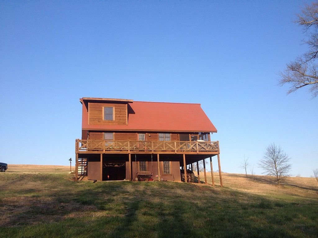 Cabin vacation rental in Greenville from