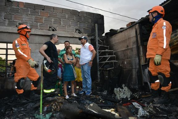 Alcalde Fernando Muñoz entregó ayudas humanitarias tras incendio en Panorama Country III