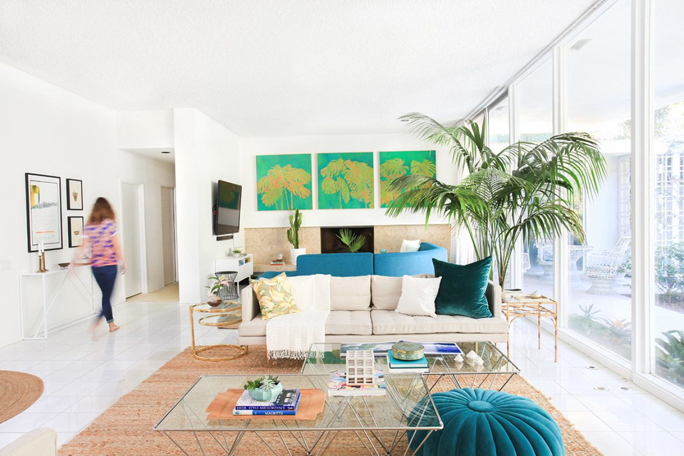 Mid-century furnishings and cool pops of color make this bright home feel like Palm Springs in its prime.