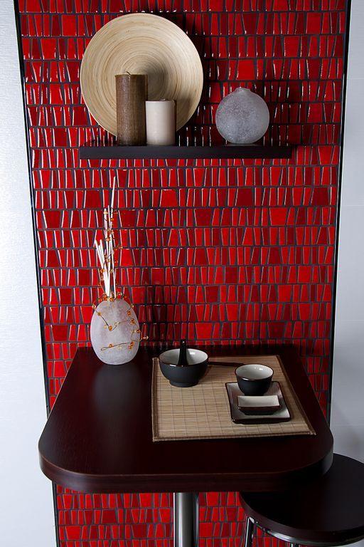 Crea un espacio de desayuno acogedor y elegante con una pequeña ...