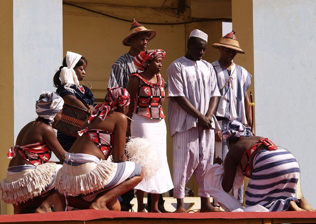 https://flic.kr/p/wBNno | P4012749 | Traditional Dress, Burkina-Faso