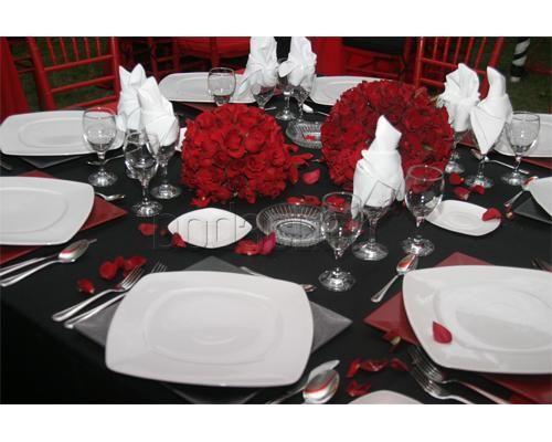Esferas de rosas y pétalos /  Grupo D´Elhore / Banquete para boda