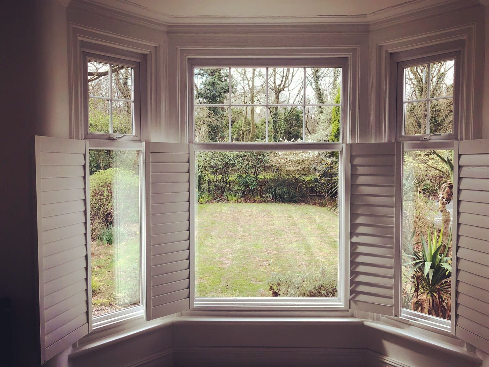 Dreamy cafestyle bay window shutters Bay window