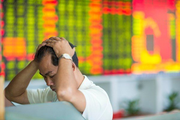 不能加劇經濟減速、不能引發市場恐慌、更絕不能動搖中共65年的政權…
