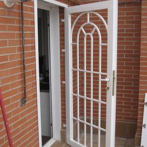 Rejas para puerta estilo ingl s puertas pinterest for Puerta en ingles