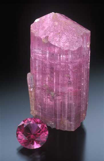 Pink tourmaline from Pala Mountain, Stuart Mine, San Diego. (Photo: Jeff Scovil)