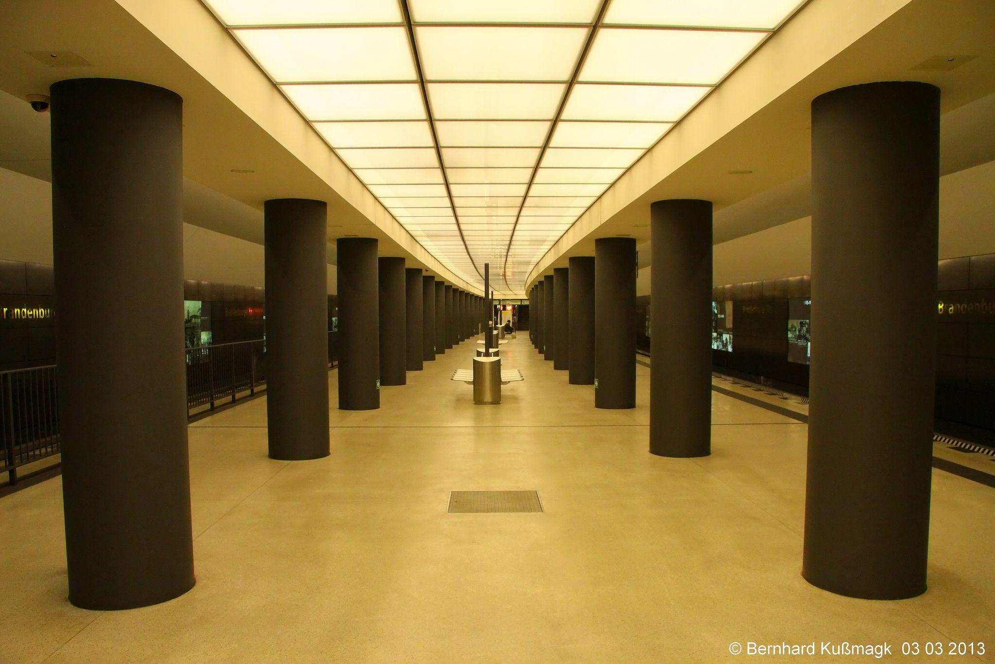Europa Deutschland Berlin Mitte U Bahnhof Brandenburger Tor U Bahn Linie U55 Berlin Stairs Underground