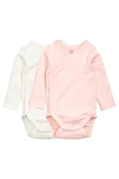24b993686753a Lot de 2 bodies croisés: CONSCIOUS. Bodies croisés en jersey souple de coton  bio. Modèle à manches longues avec fermeture pressionnée sur un côté et à  ...