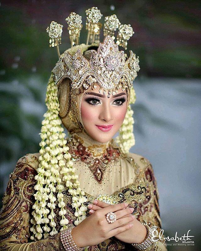 Reposting Wadahpengantin Inspiration From Elysabeth Wijaya Make Up Sunda Siger Hijab Kerudung Pengantin Pengantin Gaya Pengantin