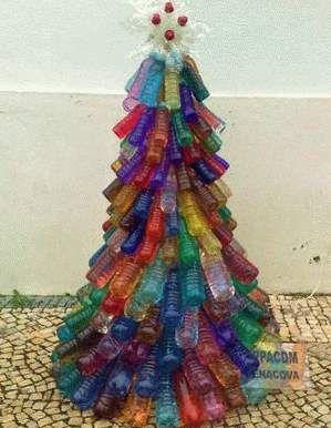 Christmas tree using plastic bottles navidad for Christmas decor using plastic bottles