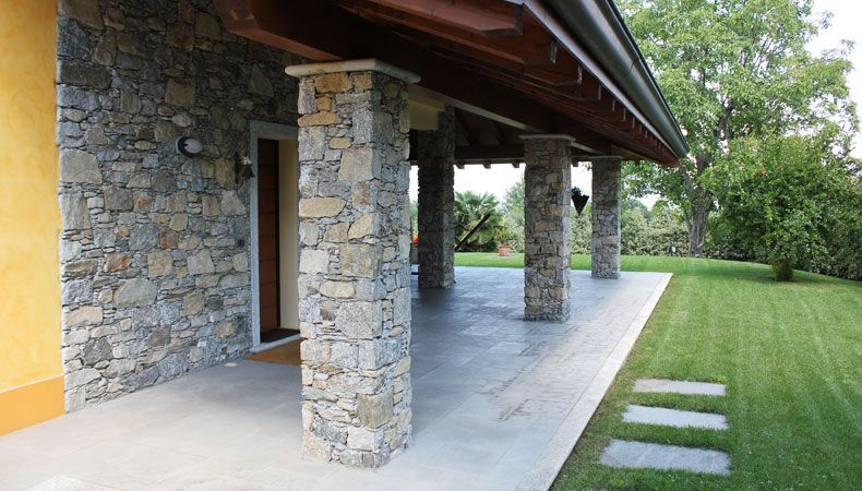 Rivestimento muri pareti pilastri camini in sasso e for Costo per costruire pilastri di pietra