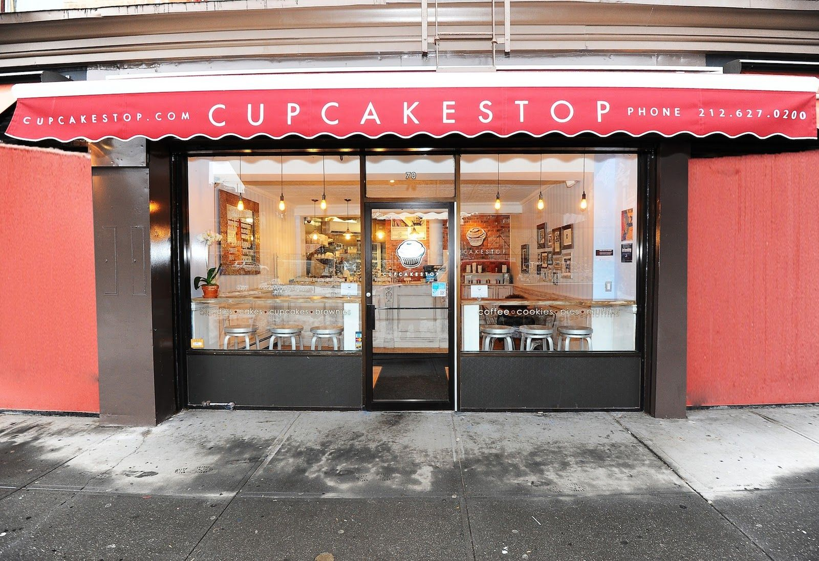Design context bakery shop fronts escaparates o for Bakery shop decoration ideas