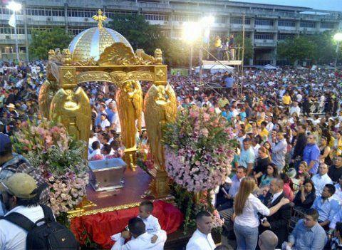 Foto Zulianos festejan tradicional bajada de la Virgen de la Chiquinquirá