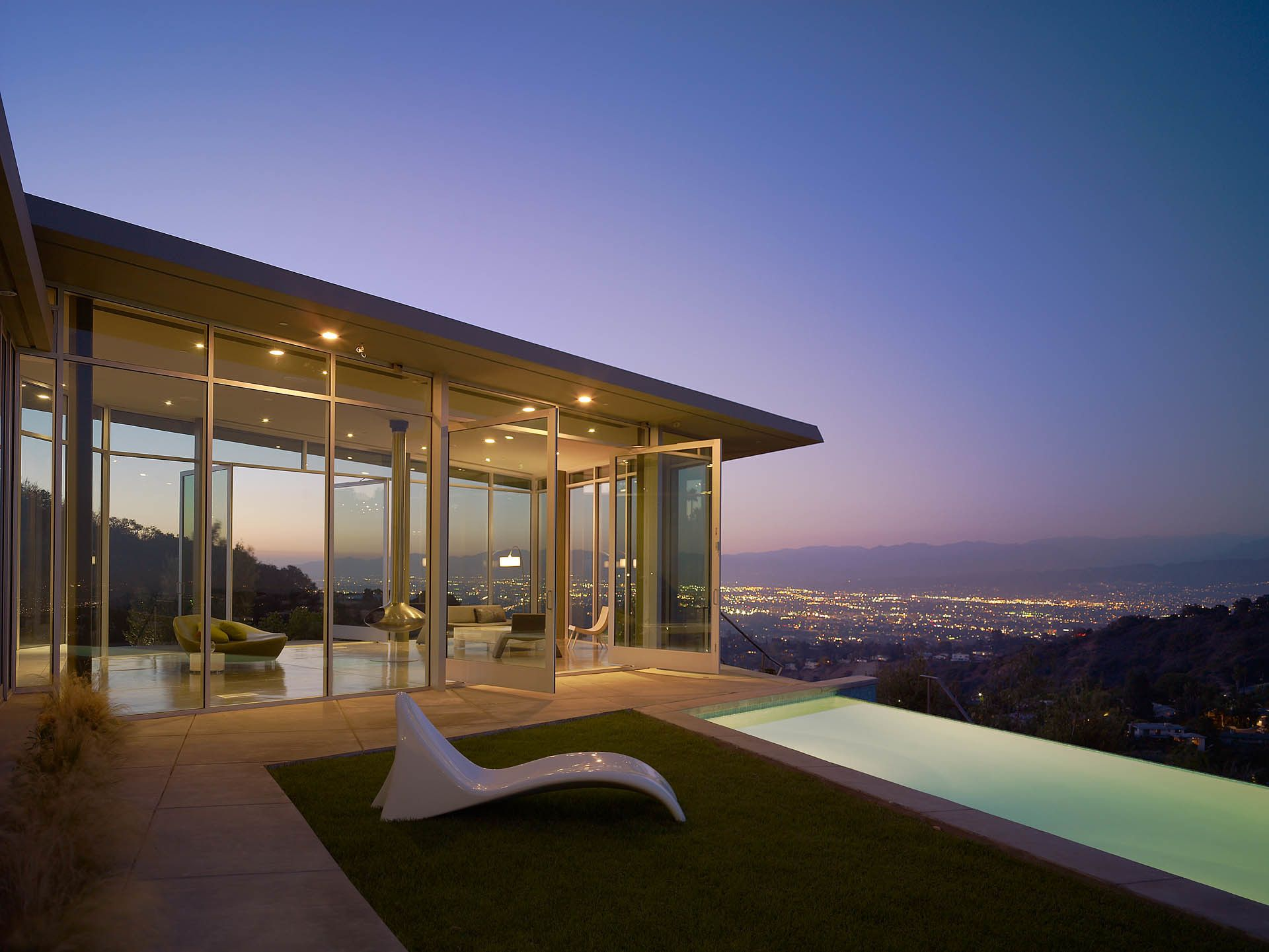 Photo 3 Of 22 In 21 Spectacular Homes That Star On The Silver Screen Architecture Beautiful Homes Modern Exterior