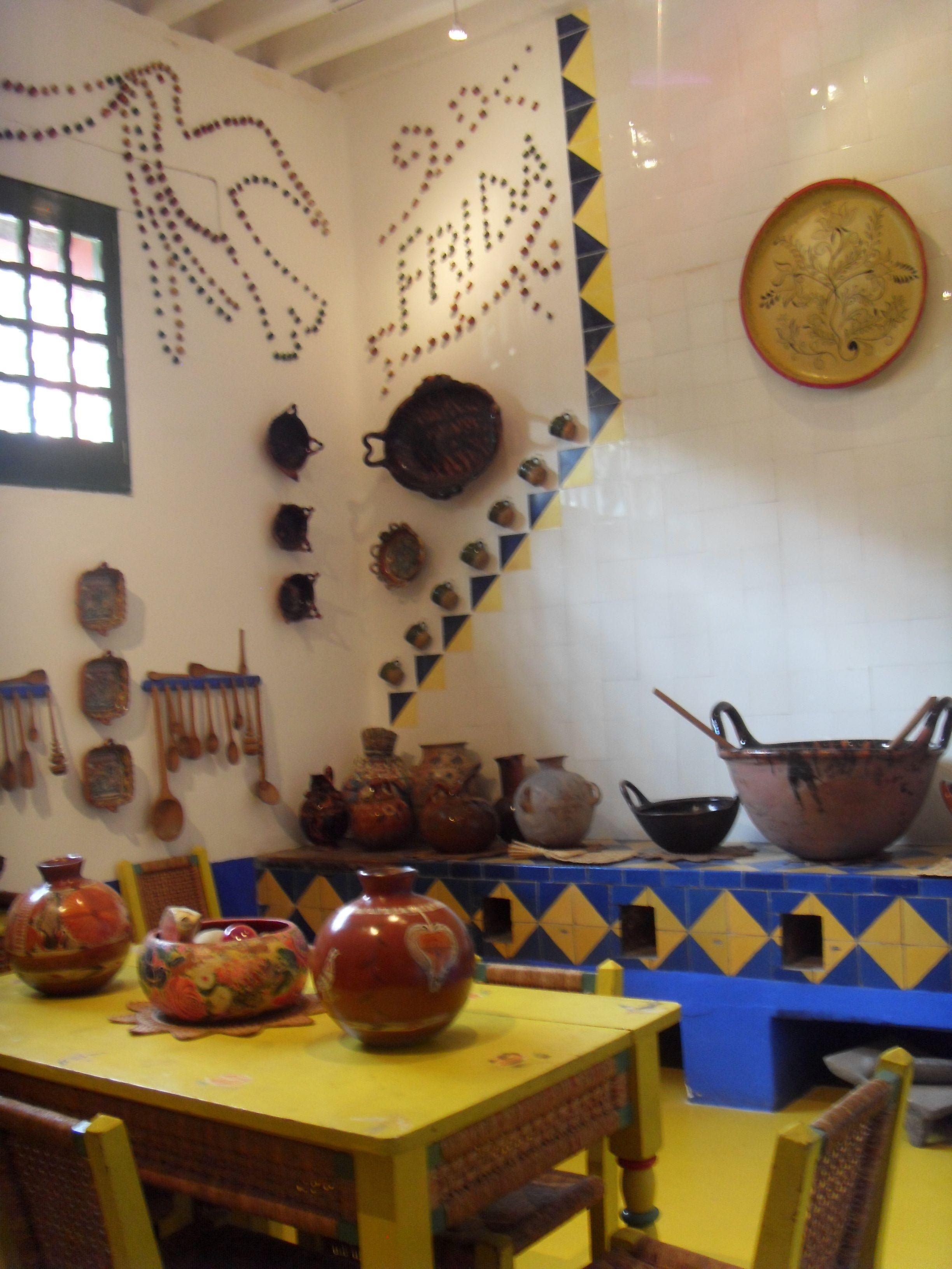 Cocina De La Casa Azul De Frida Kalho Frida And Diego Mexican Decor Mexican Home Decor